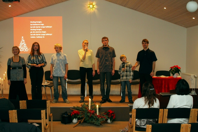 SAM 1049 Noored Taanis esinemas