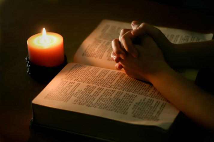 prayer bible 714x476 Palvenädal